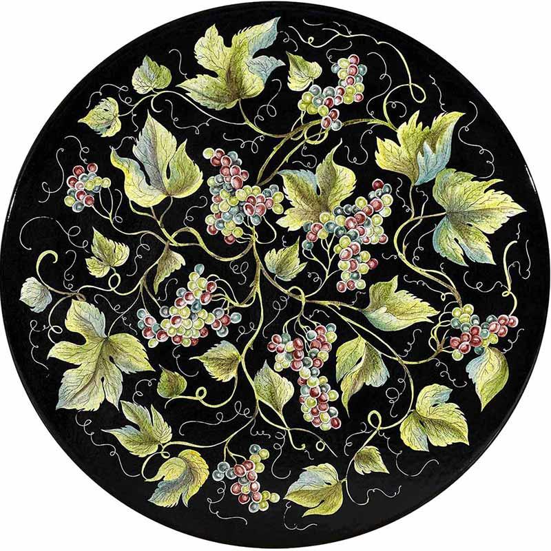 Runde Tischplatte handbemalt mit Weintrauben und Blättern auf schwarzem Grund