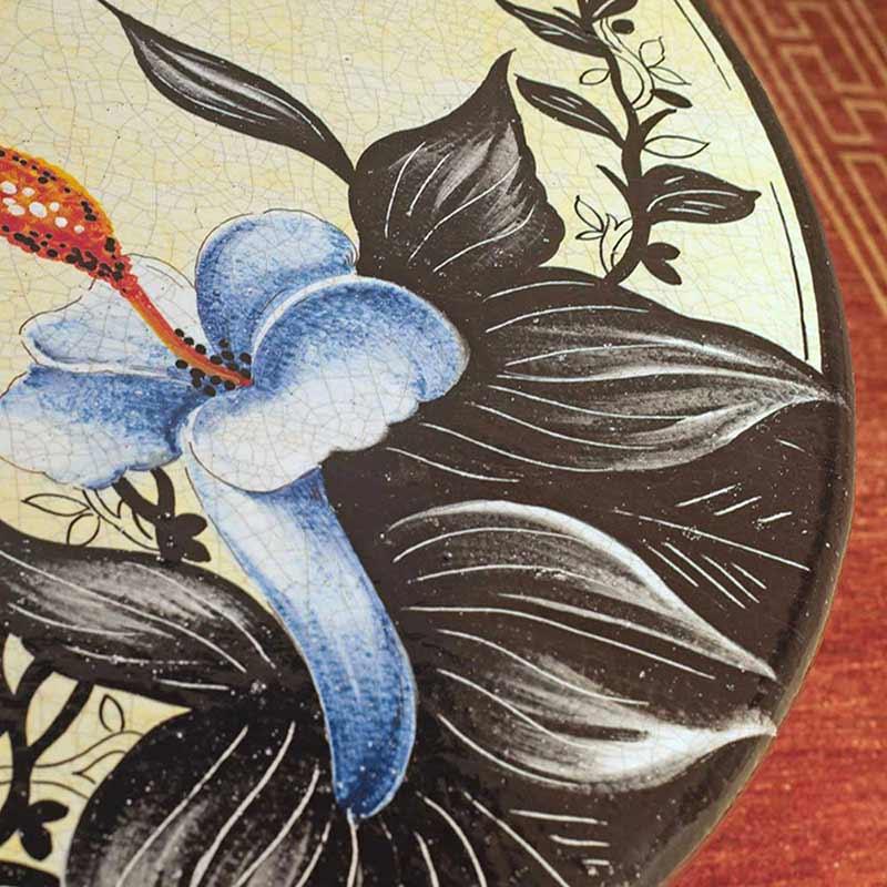 Nahaufnahme von Tischplatte im Design Orchidea in Wohnzimmer